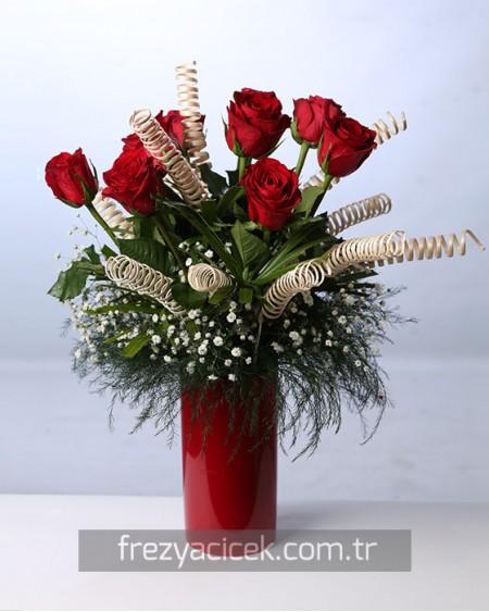 Büyülü Aşk Kırmızı İthal Güller